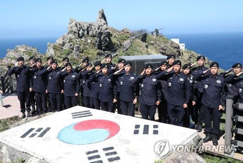 (LEAD) S. Korea's JCS chief vows stern responses to any violation of Dokdo airspace