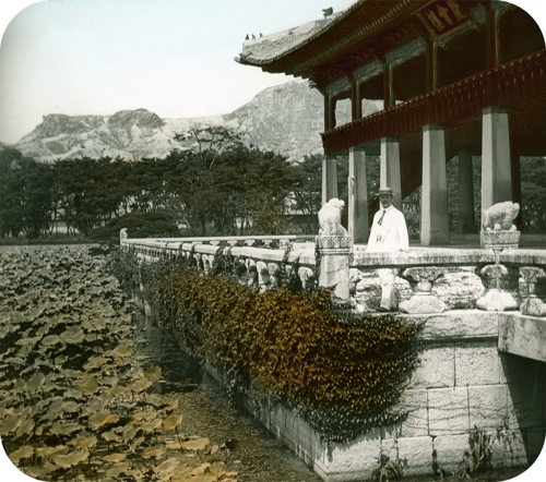 Hungarian doctor's photos offer peek into Korean Empire