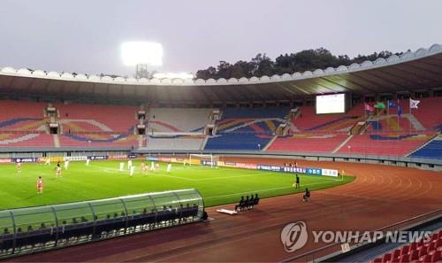 Defense minister criticizes lack of fans, media at inter-Korean World Cup qualifier