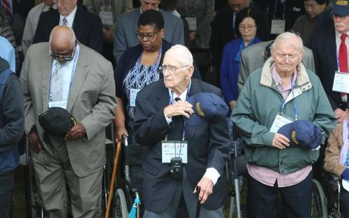 International Korean War veterans attend a ceremony marking the 74th United Nations Day at the U.N. Memorial Cemetery in Busan on Oct. 24, 2019. (Yonhap)