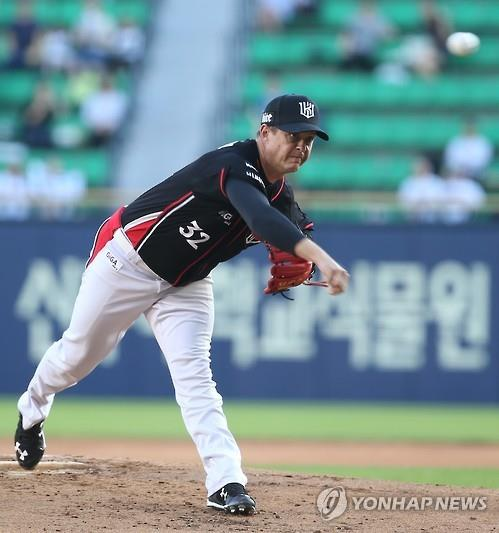 In this file photo from July 16, 2015, Chris Oxspring, then pitching for the KT Wiz, is in action against the Doosan Bears at Jamsil Stadium in Seoul. (Yonhap)