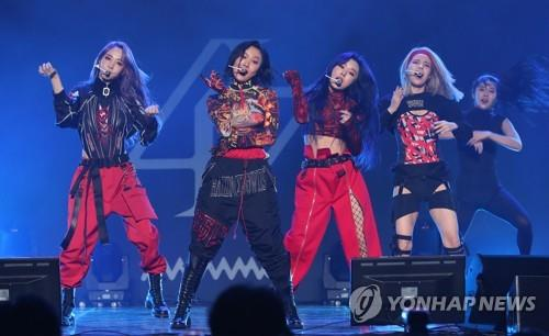 "Mamamoo showcase new album ""reality in BLACK"" on Nov. 14, 2019, in a press event in Seoul. (Yonhap)"