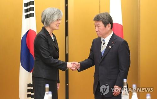 South Korean Foreign Minister Kang Kyung-wha (L) shakes hands with her Japanese counterpart, Toshimitsu Motegi, during bilateral talks in Nagoya, Japan, on the sidelines of a foreign ministers' meeting of G-20 countries on Nov. 23, 2019. The bilateral meeting came one day after South Korea announced its decision to postpone the termination of a military intelligence-sharing deal with Japan, the General Security of Military Information Agreement (GSOMIA). (Yonhap)