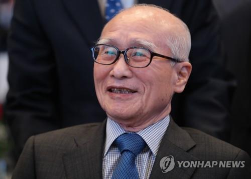This file photo shows Kim Woo-choong, former chairman of Daewoo Group. (Yonhap)