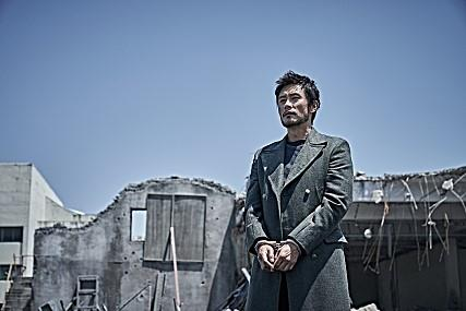 (Yonhap Interview) Lee Byung-hun confident about his choice of entertaining disaster movie