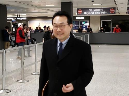 Lee Do-hoon, special representative for Korean Peninsula peace and security affairs, arrives at Washington's Dulles International Airport on Jan. 15, 2020. (Yonhap)