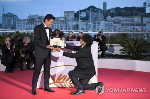 Bong Joon-ho charms Hollywood with sense of humor, respect for fellow cineast at Oscars