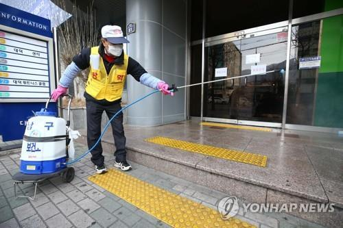 (LEAD) Coronavirus 'super spreader' in S. Korea raises concerns of more cases coming