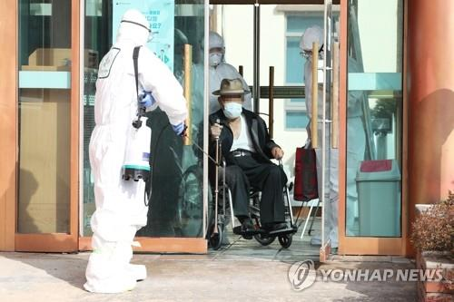 A patient leaves Daenam Hospital in the southeastern city of Cheongdo, where the country's first COVID-19 fatality took place, on Feb 22, 2020. (Yonhap)