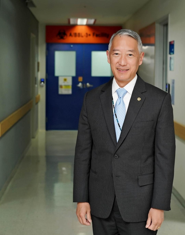 This file photo provided by International Vaccine Institute (IVI) shows its Director General Jerome Kim standing before a vaccine lab at the organization's main office in Seoul. (PHOTO NOT FOR SALE) (Yonhap)
