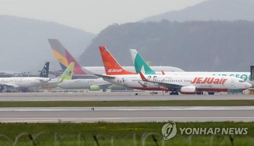 Airplanes are parked at Incheon International Airport, South Korea's main gateway, west of Seoul, on May 15, 2020. (Yonhap)