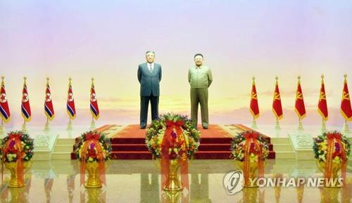 A wreath of condolence flowers from North Korean leader Kim Jong-un stands in front of the statues of the North's founder and the current leader's grandfather, Kim Il-sung, and his late son Kim Jong-il, at the Kumsusan Palace of the Sun in Pyongyang on Dec. 17, 2019, in this image taken from footage aired by the North's Korean Central Television. (For Use Only in the Republic of Korea. No Redistribution) (Yonhap)