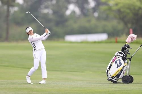 This photo, provided by Hyundai Card on May 24, 2020, shows South Korean LPGA player Ko Jin-young in action in a charity skins game at the Ocean Course at Sky 72 Golf & Resort in Incheon, 40 kilometers west of Seoul. (PHOTO NOT FOR SALE) (Yonhap)