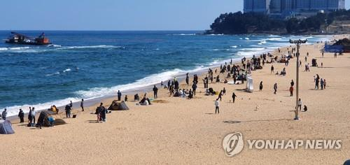 This undated file photo shows an east coast beach in Sokcho, Gangwon Province. (Yonhap)