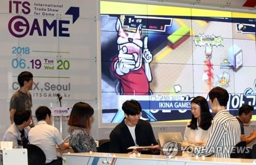 This file photo shows attendees at the International Trade Show for Game held at the COEX exhibition hall in southern Seoul on June 19, 2020. (Yonhap)