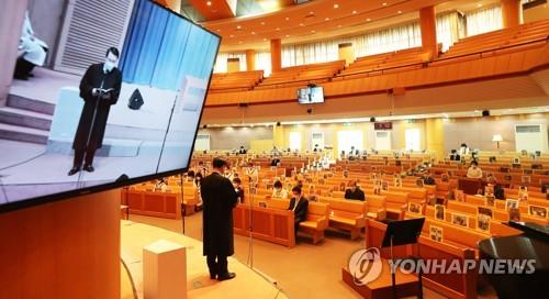 This file photo shows a pastor conducting a live-streamed church service. (Yonhap)