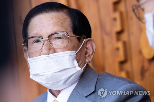 Court to review arrest warrant for Shincheonji founder over allegedly disrupting anti-virus efforts