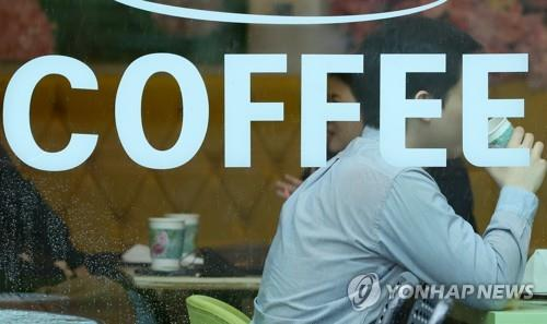 This file photo, taken on Feb. 25, 2020, shows people drinking coffee at a cafe in Seoul. (Yonhap)