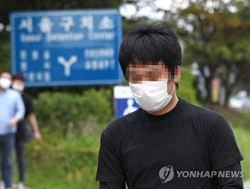 Son Jung-woo is released from the Seoul Detention Center in Uiwang, south of Seoul, about two hours after the Seoul High Court decided to reject his expatriation to the United States on July 6, 2020. (Yonhap)