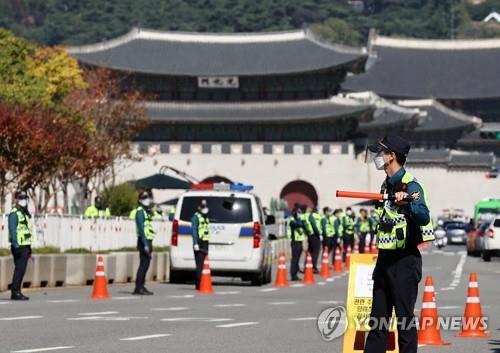 Police set up 'bus walls' to prevent massive rallies on Hangeul Day over virus concerns