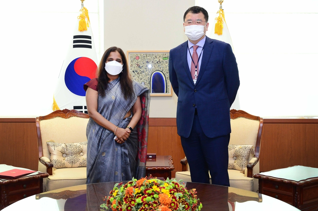 First Vice Foreign Minister Choi Jong-kun (R) stands with Indian Ambassador to South Korea Sripriya Ranganathan at the foreign ministry in Seoul, in this photo provided by the ministry on Oct. 12, 2020. (PHOTO NOT FOR SALE) (Yonhap)
