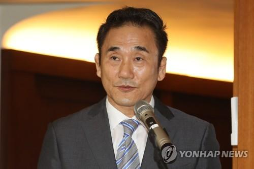 In this file photo from July 6, 2018, Kim Kyung-doo, former vice president of the Korean Curling Federation (KCF), speaks at a tourism networking event in Seoul. (Yonhap)