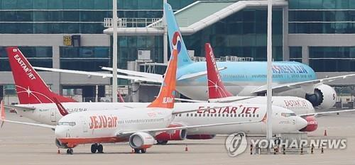 This file photo, taken July 1, 2020, shows Jeju Air and Eastar Jet planes at Incheon International Airport, west of Seoul. (Yonhap)