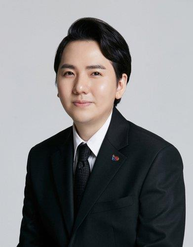 This photo provided by DGN COM shows popera singer Lim Hyung-joo. (PHOTO NOT FOR SALE) (Yonhap)