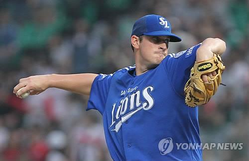 In this file photo from Aug. 17, 2011, Doug Mathis of the Samsung Lions pitches against the SK Wyverns during a Korea Baseball Organization regular season game at Munhak Stadium in Incheon, 40 kilometers west of Seoul. (Yonhap)