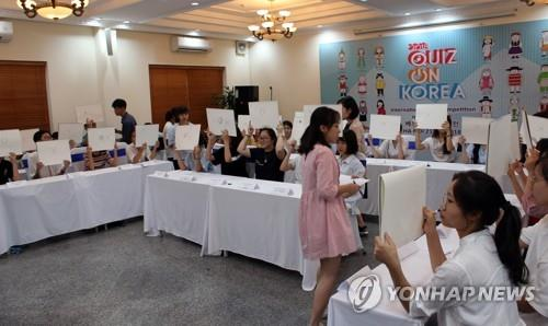 In this file photo, participants hold up their answers during a Korean language competition at Vietnam National University in Hanoi on June 21, 2018. (Yonhap)