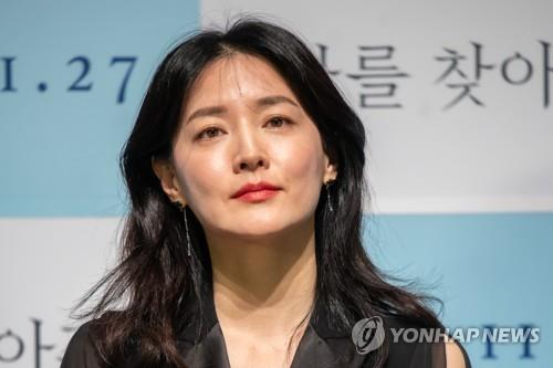 This file photo shows actress Lee Young-ae. (Yonhap)