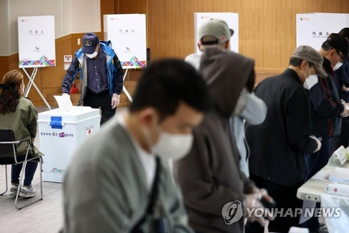 (4rd LD) Bellwether mayoral by-elections under way in Seoul and Busan