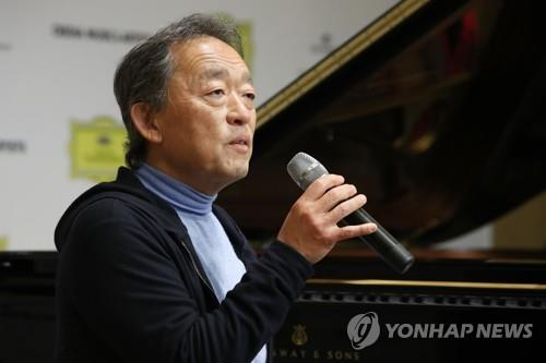 South Korean conductor and pianist Chung Myung-whun speaks at a news conference at Cosmos Art Hall in southern Seoul on April 22, 2021. (Yonhap)