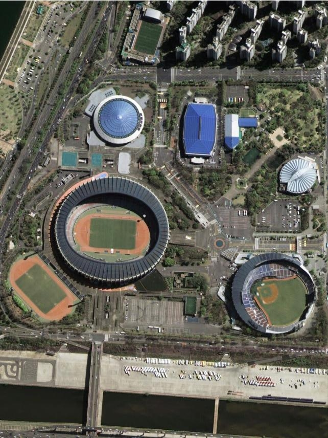 This photo captured by South Korea's next-generation midsized satellite on April 8, 2021, and provided by the Ministry of Science and ICT on May 4, shows the Jamsil Sports Complex in southern Seoul. (PHOTO NOT FOR SALE) (Yonhap)