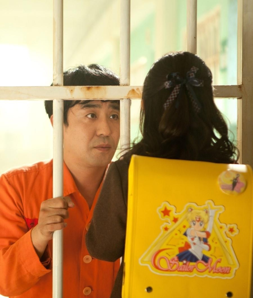 """This image provided by Next Entertainment World shows a scene from """"Miracle in Cell No. 7."""" (PHOTO NOT FOR SALE) (Yonhap)"""
