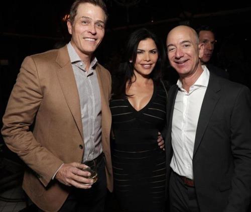 불륜설이 보도된 제프 베이조스(오른쪽) 아마존 CEO와 로런 샌체즈 전 폭스 TV 앵커. [야후 엔터테인먼트 캡처]