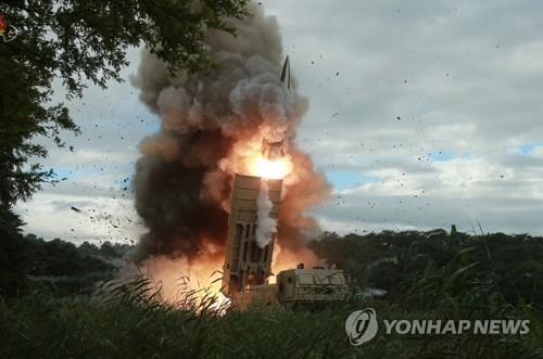 북한, 또 '새 무기' 시험사격…북한판 에이태킴스 추정