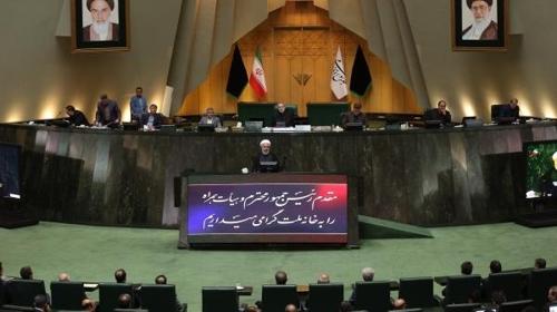 3일 의회에서 연설하는 하산 로하니 이란 대통령