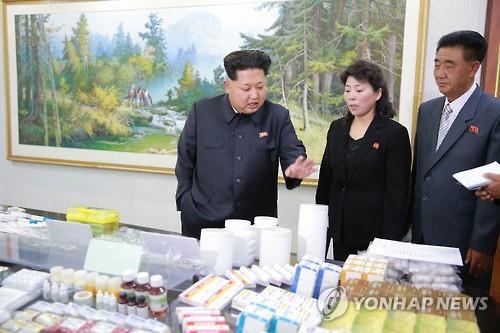 제약공장 시찰하는 김정은 북한 국무위원장