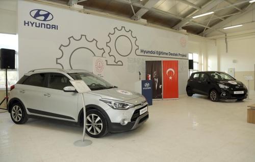 현대차 터키 법인이 현지 기술고등학교에 기증한 i10·i20 차량