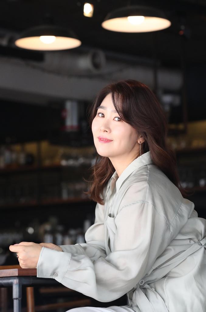 포즈 취하는 김지영