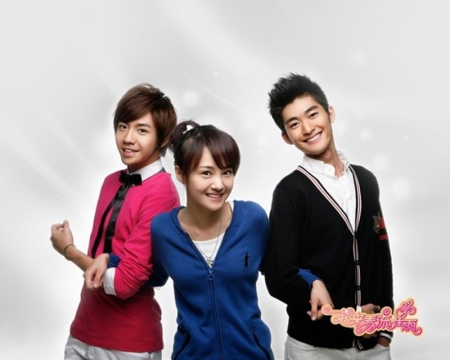 Jung Shuang (center), the female protagonist of the Chinese version of the drama series'Boys over Flowers' ['일기래간유성우' 공식 홍보사진]
