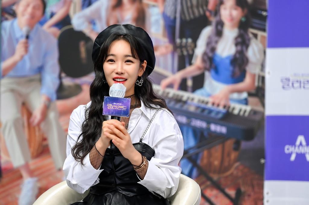 채널A 새 예능 '레전드 음악교실 랄라랜드'의 배우 이유리