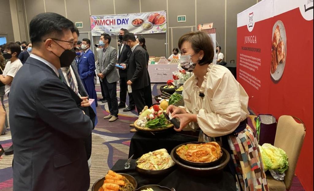 '김치의 날' 결의안 처리를 기념하는 김치 홍보 행사