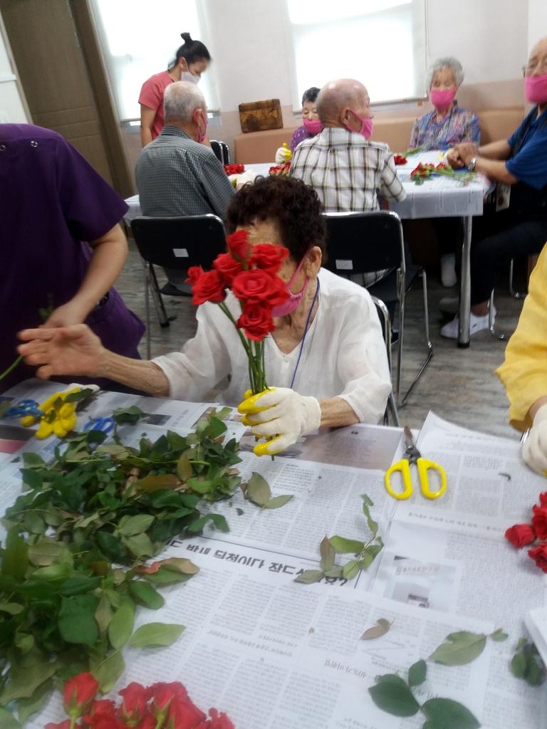 하트 꽃다발만들기 원예치료 프로그램