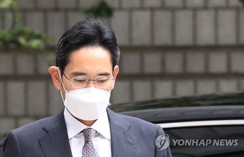 법정으로 향하는 삼성전자 이재용 부회장[연합뉴스 자료사진]