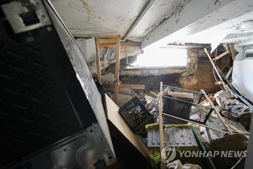 뉴욕시에서 폭우로 피해를 본 한 반지하 방[AP=연합뉴스]