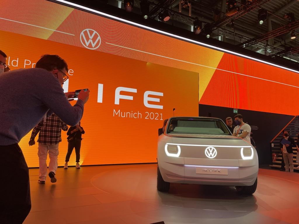 (뮌헨=연합뉴스) 이 율 특파원 = 폭스바겐이 6일(현지시간) 'IAA모빌리티 2021'에서 처음 공개한 첫 소형 세그먼트 컨셉트 차량 ID라이프. 2021.09.07