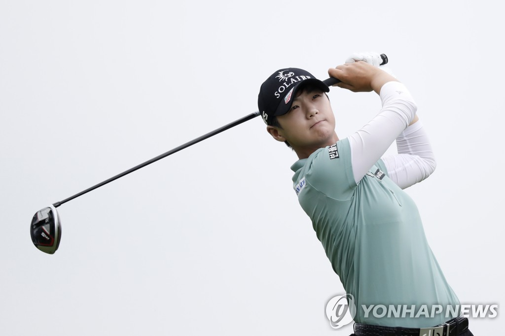 In this Associated Press photo, Park Sung-hyun of South Korea tees off on the third hole during the final round of the KPMG Women's PGA Championship at Hazeltine National Golf Club in Chaska, Minnesota, on June 23, 2019. (PHOTO NOT FOR SALE) (Yonhap)