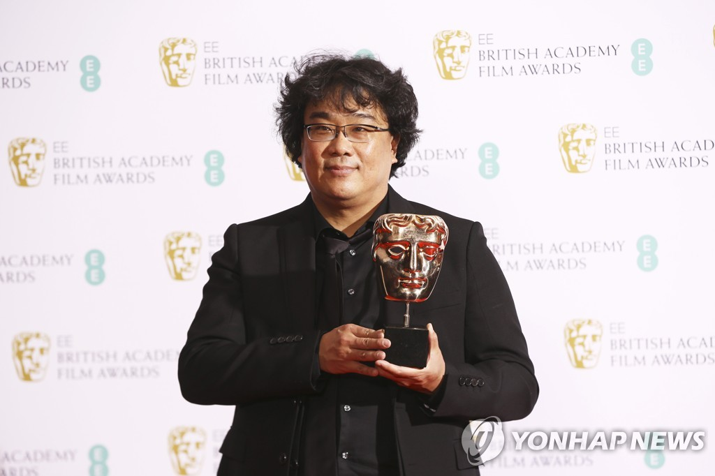 This photo from the Associated Press shows South Korean director Bong Joon-ho posing after winning best original screenplay and best film not in the English language at the BAFTA Film Awards in London on Feb. 2, 2020. (Yonhap)